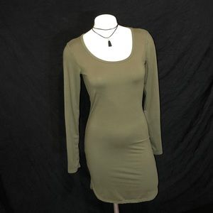 MEDIUM long sleeve army green dress 💋